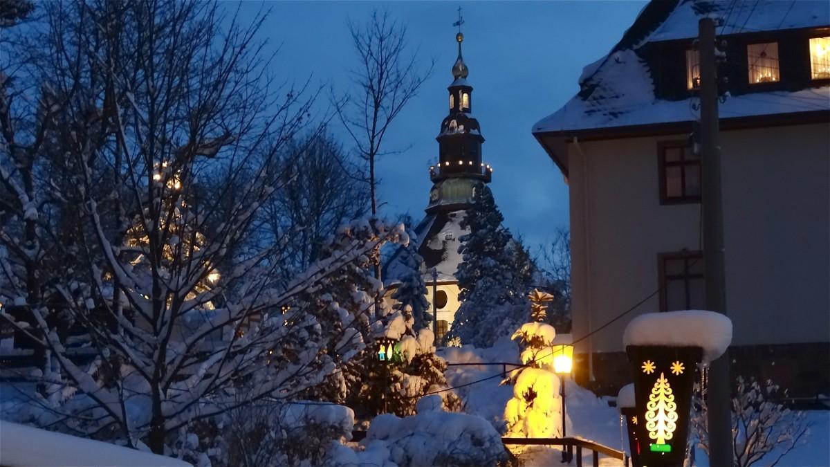 kirche-im-schnee-klein