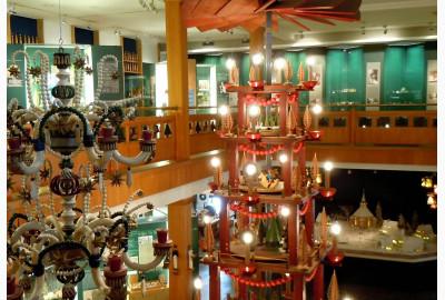 Erzgebirgisches Spielzeugmuseum Seiffen mit Pyramide