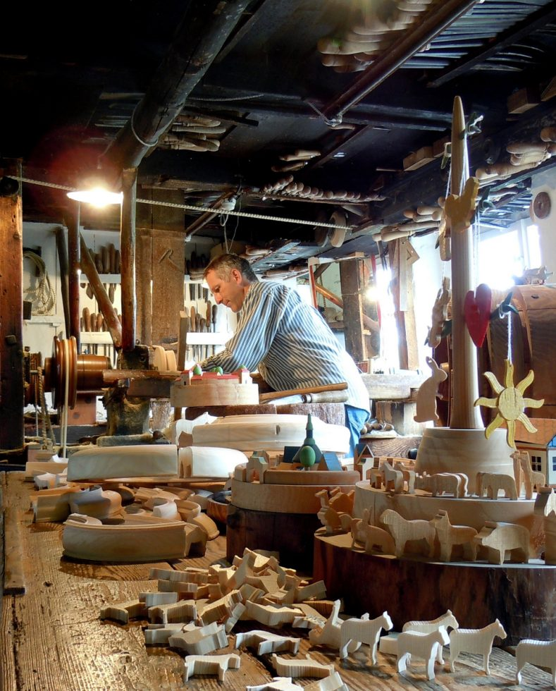 Reifendreherwerkstatt im Freilichtmuseum @ Erzgebirgisches Freilichtmuseum | Kurort Seiffen/Erzgeb. | Sachsen | Deutschland