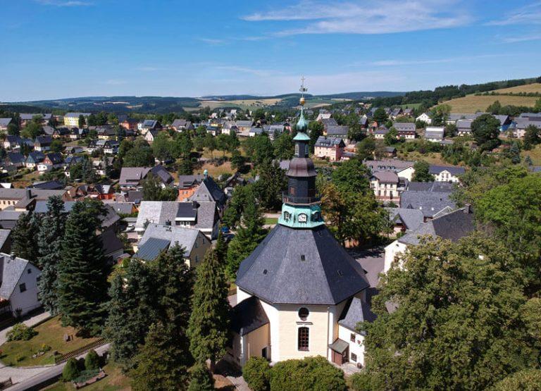 Kirche Seiffen im Sommer