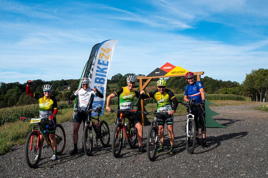 Mountainbiker im Herbst in Seiffen