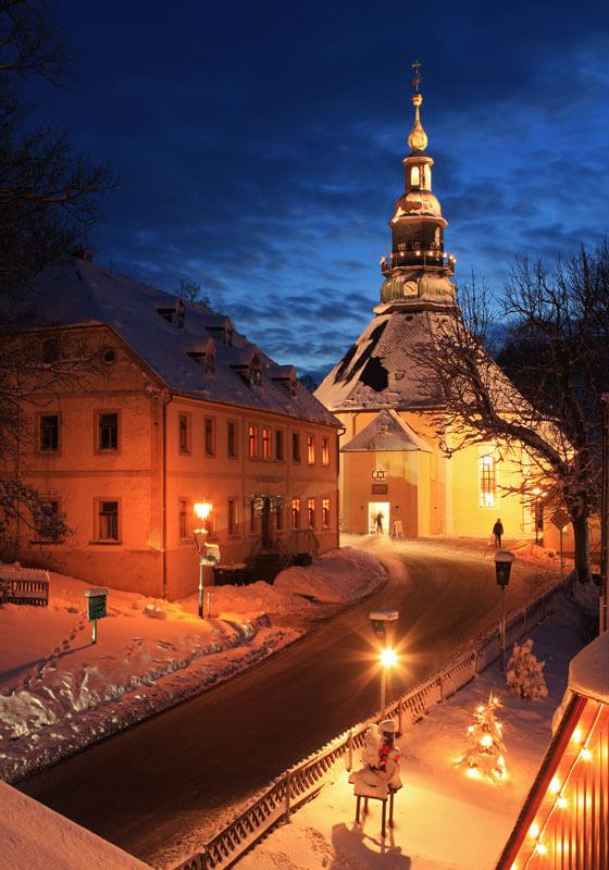 Beleuchtete Seiffener Kirche