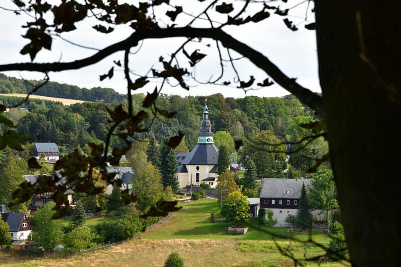 Blick zur Bergkirche Seiffen, Foto: Nico Schimmelpfennig